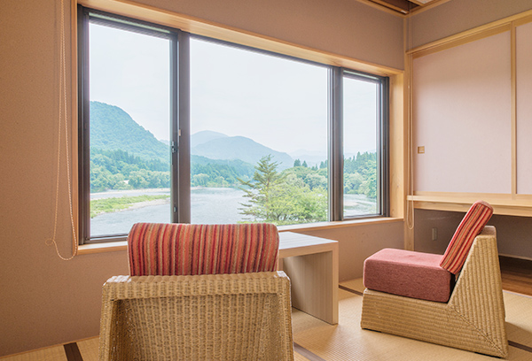 雄大な阿賀野川の眺望を楽しめます。ゆったりとした時間を満喫。